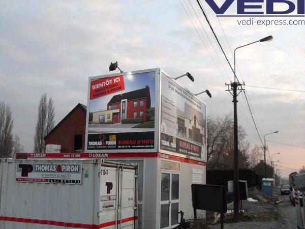 panneau immobilier: maison en construction